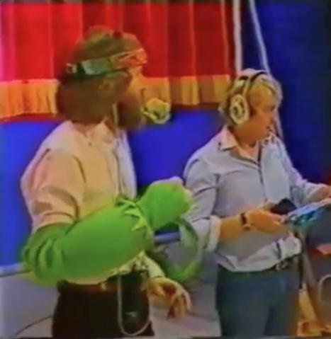 File:HollowayHenson&Kermit.png