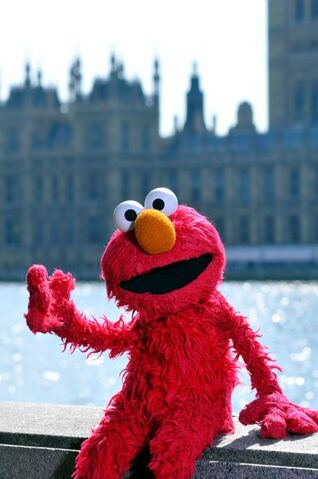 File:Elmo London 2.jpg