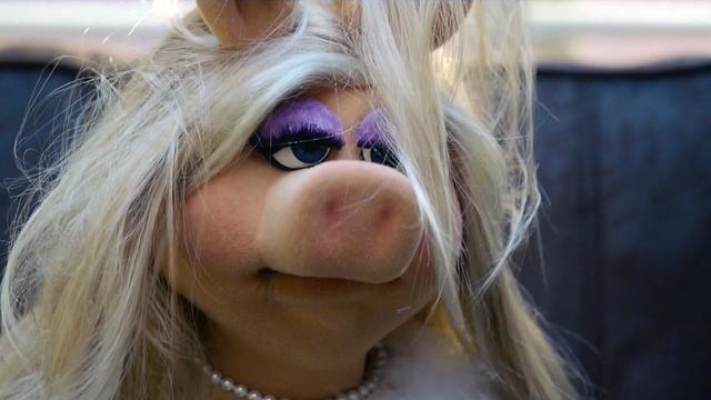 File:TheMuppets-S01E11-Piggy'sSleepyEyes.png