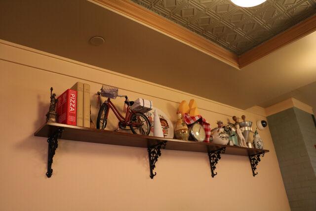 File:PizzeRizzo shelf.jpg