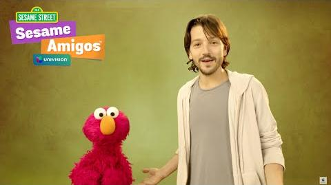 Elmo y Diego Luna juegan a las imitaciones