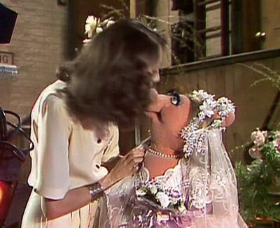 File:Kiss marisa piggy.jpg