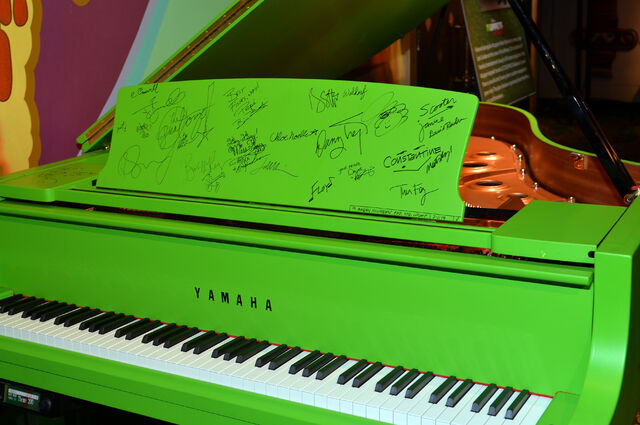 File:MuppetsMostWanted-WorldPremiere-Signatures-(2014-03-12).jpg