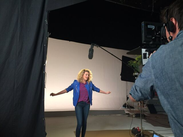 File:ToriKelly-set.jpg