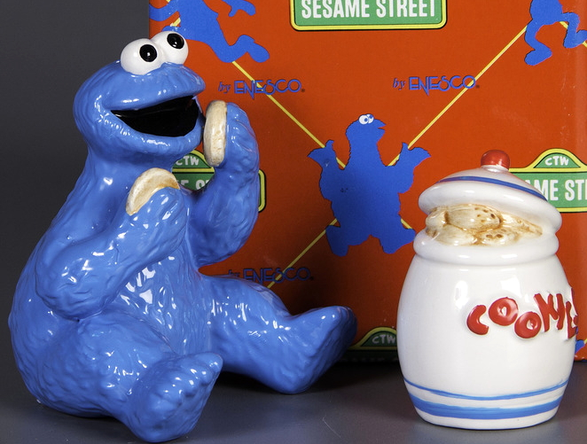 File:Enesco 1993 salt pepper shakers cookie monster jar 2.jpg
