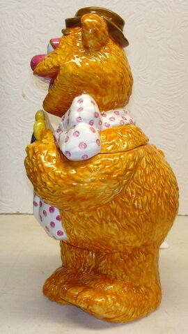 File:Treasure craft cookie jar fozzie bear 2.jpg