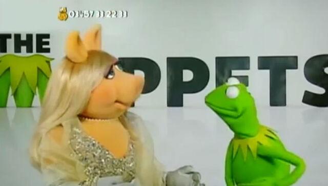 File:BBC Children in Need 2011 Kermit Piggy.jpg