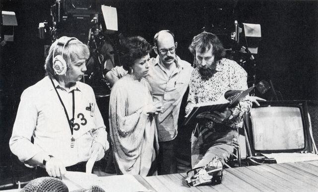 File:Carol Burnett behind the scenes 03.jpg