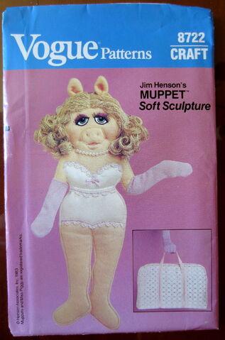 File:Vogue piggy soft sculpture wardrobe 3.jpg