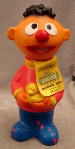 File:Grosvenor 1997 sesamstrasse ernie soaky.jpg