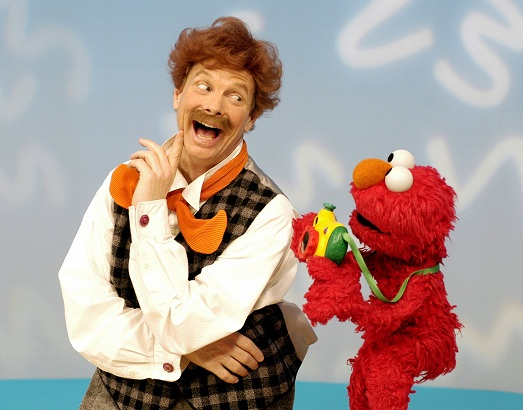 File:Elmo'sWorld-MrNoodle-Camera.jpg