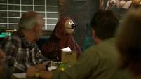 TheMuppets-S01E08-RowlfTrivia