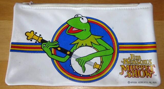 File:1979 kermit muppet show pencil case stationery.jpg