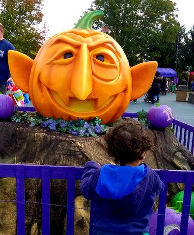 File:Sesame place halloween spooktacular 2015 2.jpg