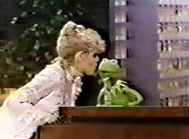 Kiss Bernadette Peters Kermit Tonight Show 1979