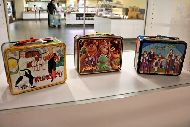 File:Smithsonian TMS lunchbox cafeteria.jpg