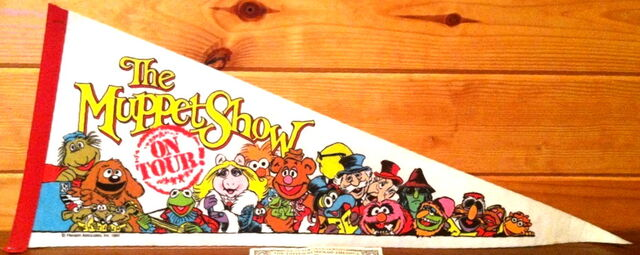 File:Muppet show on tour 1984 pennant cast.jpg