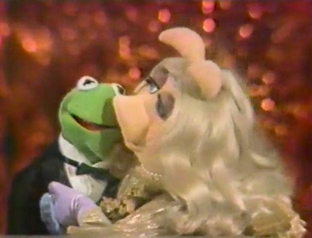 File:Piggykisseskermit-1982.jpg
