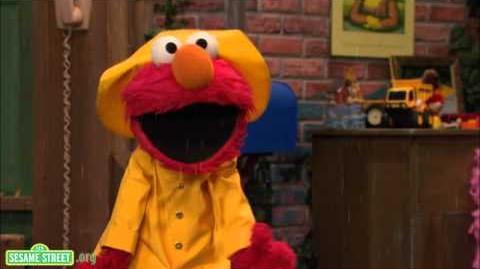 Sesame Street Elmo's Jumping In Puddles