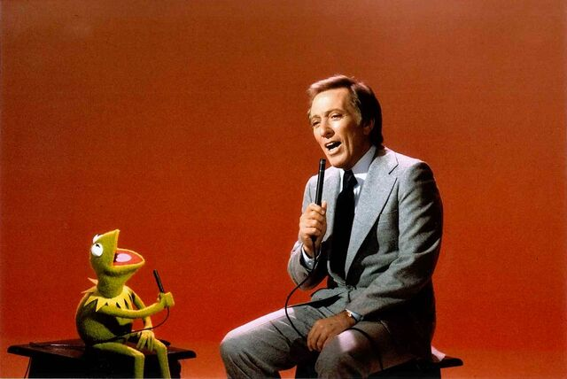 File:Andy Williams singing with Kermit.jpg