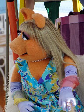 File:Disney'sHonoraryVoluntEarsCavalcade-PiggySkin.jpg