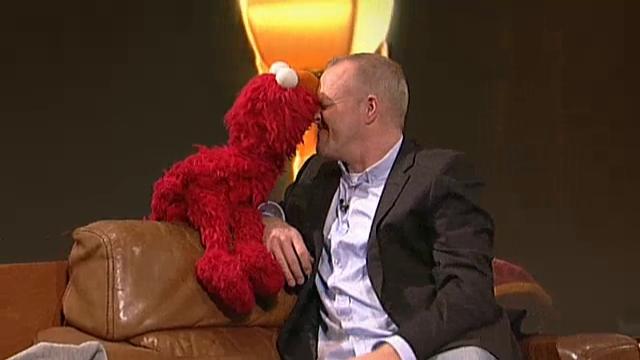 File:TV-Total-Elmo-StefanRaab-Kiss2(2015-10-05).png