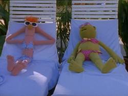 MuppetsTonight-BikiniBeaker&Bunsen