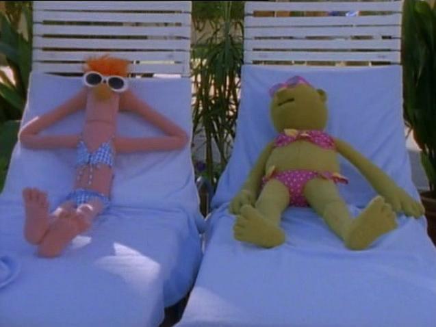 File:MuppetsTonight-BikiniBeaker&Bunsen.png