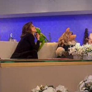 File:Kiss Kermit Natalie Morales.jpg
