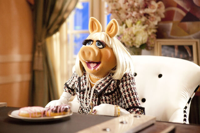 File:Muppets2011stillpiggy.jpg