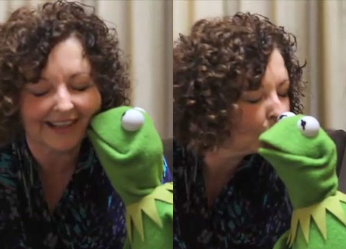 File:Kiss Linda Barnard Kermit.jpg
