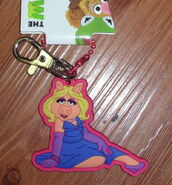 Hanover accessories piggy pose keychain