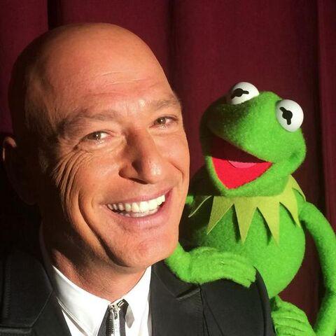 File:Howie and kermit.jpg