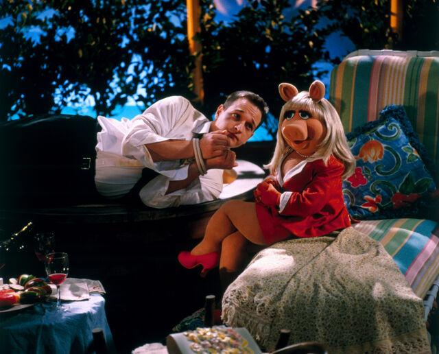 File:MuppetsFromSpace-JoshCharles-and-Piggy.jpg