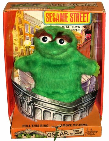 File:Topper 1971 sesame oscar box.jpg