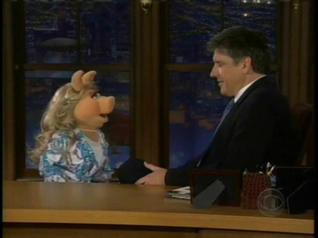 File:Miss Piggy on Late Late Show 0002.jpg
