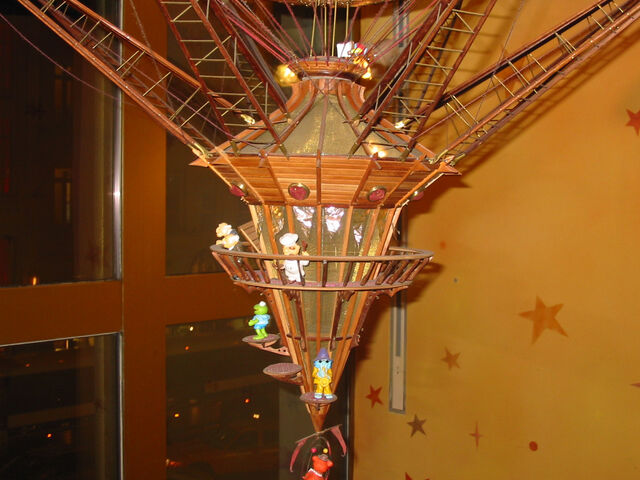 File:Great Hot Air Balloon Circus - Disney Store Dec 2006 - bottom detail.jpg