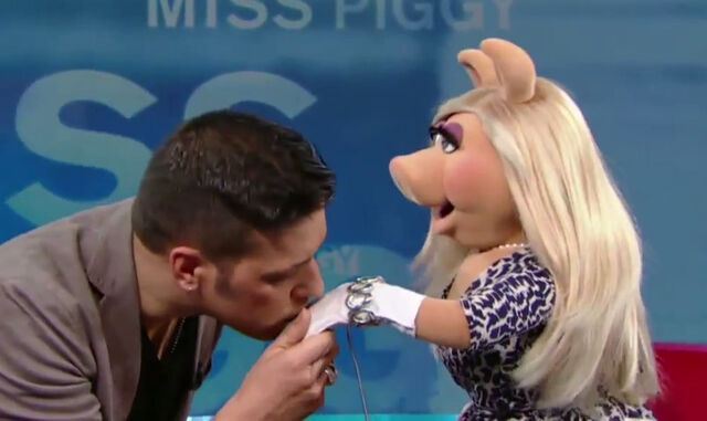 File:Kiss George Stroumboulopoulos Piggy.jpg