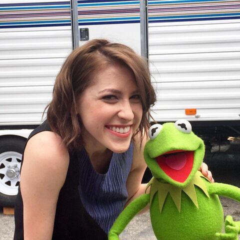 File:Eden Sher and Kermit.jpg