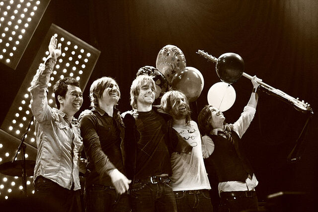 File:Switchfoot live.jpg