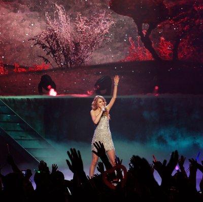 File:Taylor Swift Performing in Tokyo, Japan.jpg