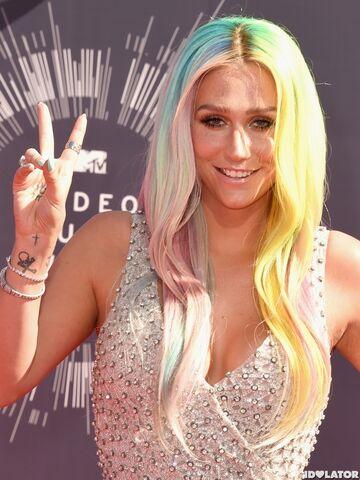 File:Kesha-mtv-vmas-2014-5-600x800.jpg