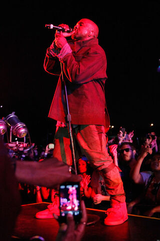 File:Kanye-west-debuts-i-am-a-god-at-2013-governors-ball.jpg