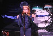 Paloma-faith-performing-in-concert-02