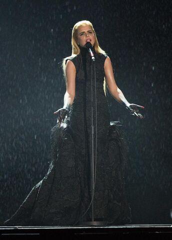 Plik:Paloma-Faith-gown-2015-Brit-Awards-performance-2.jpg