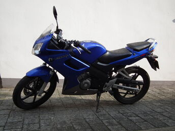 Blaue Honda CBR 125R