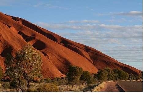 File:Uluru 2-168auub.jpg
