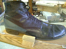 File:220px-Robert Wadlow shoe.jpg