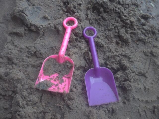 File:Sand art and toys 007.jpg