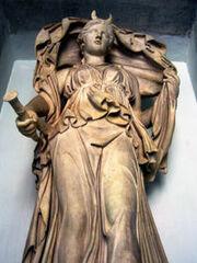 200px-Luna statue